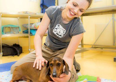 dr. Irina Lončar pri pregledu – veterinarska klinika PET VET